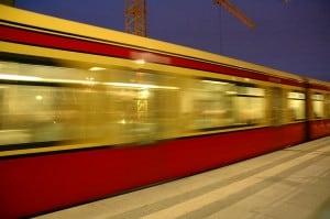 méditer assis dans le train ou le métro
